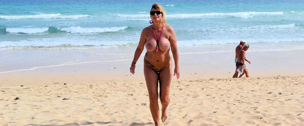Nackt am Strand von Fuerteventura