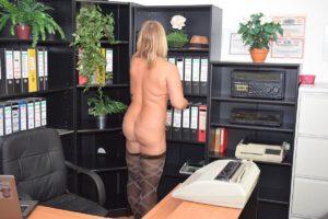 nackte Büroarbeit