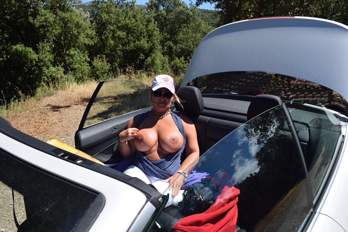 oben ohne im Cabrio