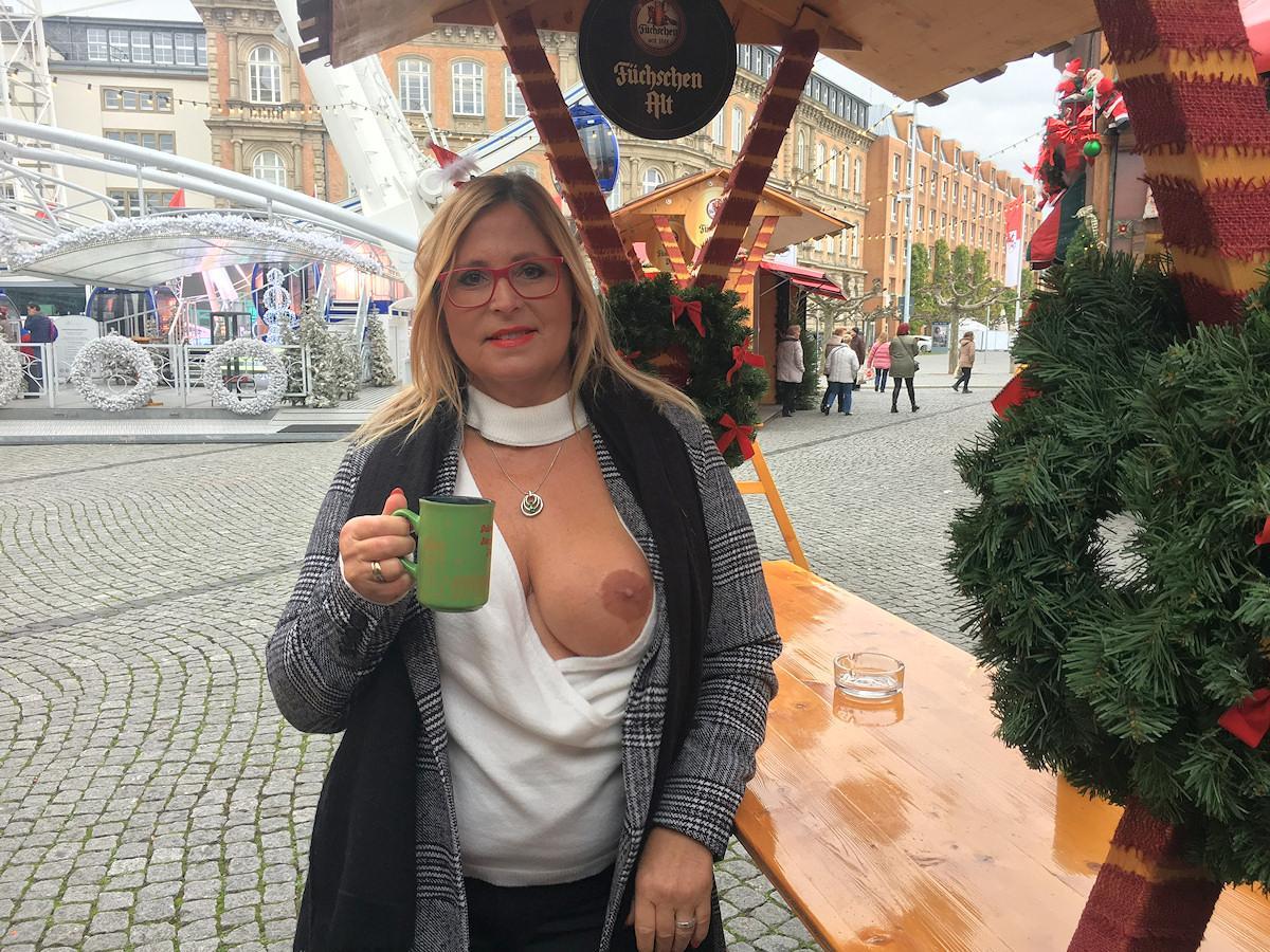 topless auf dem Weihnachtsmarkt