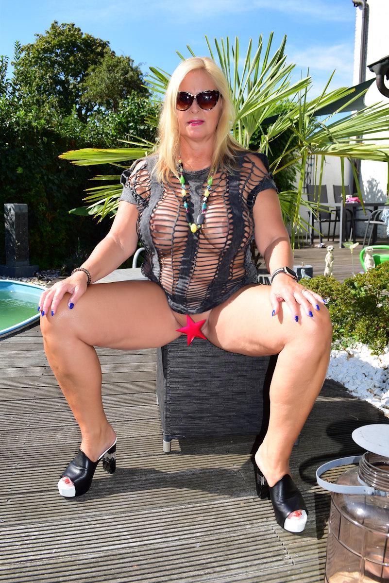 nackt auf der terrasse
