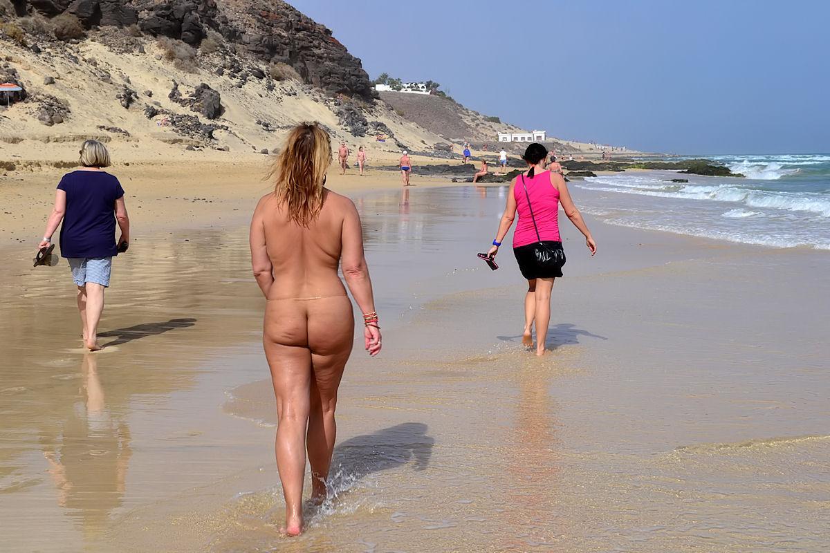 List of nudist beachestures, hairy pussy american